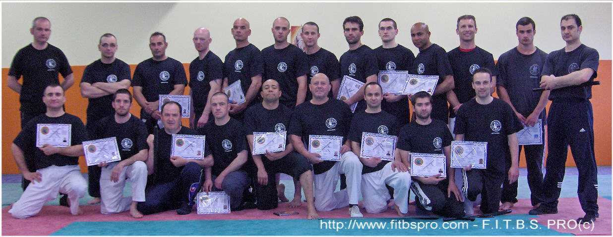 Formation d 39 instructeurs en tonfa b ton self d fense pro et gtpi par la f i t b s pro avril 2009 for Police grenoble