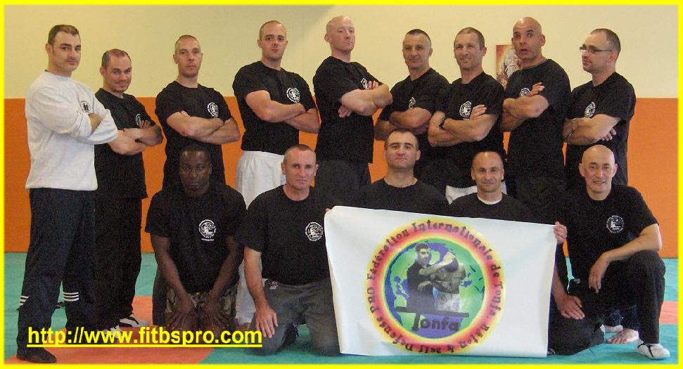 Formation d 39 instructeurs en tonfa b ton self d fense pro et gtpi par la f i t b s pro mai 2010 for Police grenoble